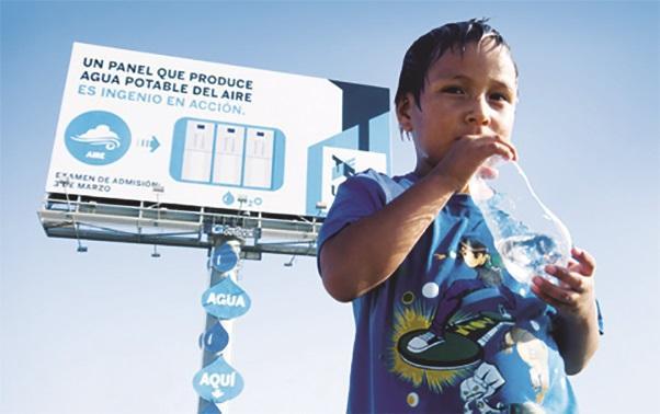 Billboard v Limě vyrábí pitnou vodu přímo ze vzdušné vlhkosti